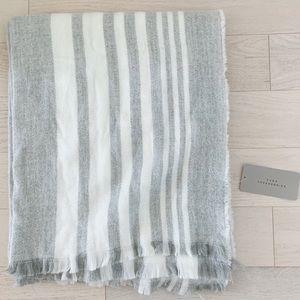 Zara blanket scarf SUPER SOFT and warm new !